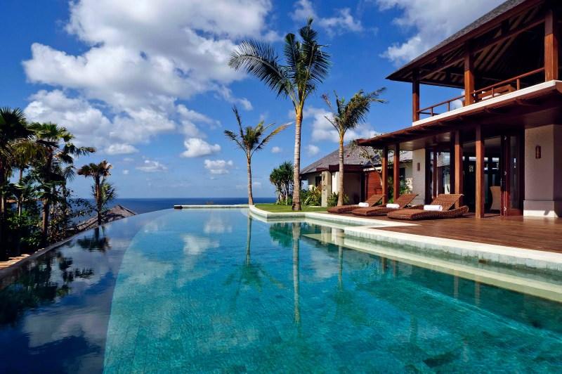 Снять виллу на бали на берегу купить дом в барселоне у моря